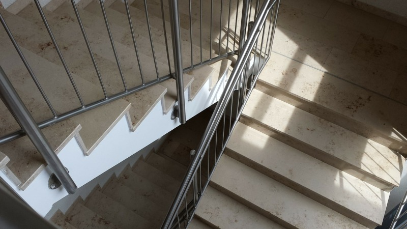 stairs-182016_1280
